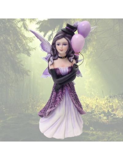 Fée violette avec ballon